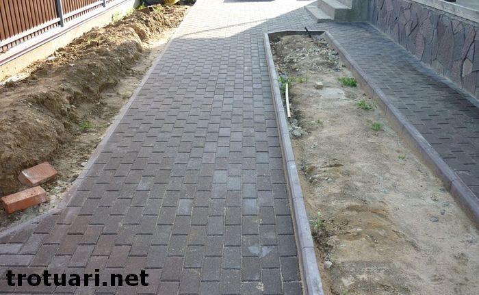 Преимущества укладки тротуарной плитки на даче